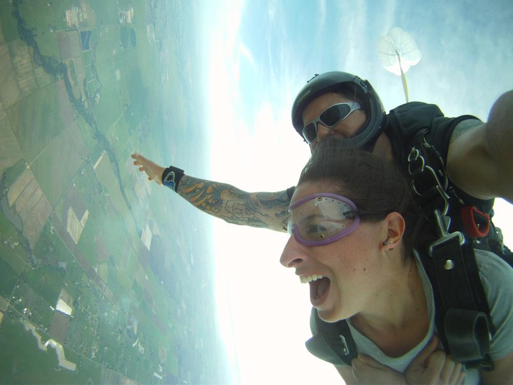 Skydiving Moxie (2/4)